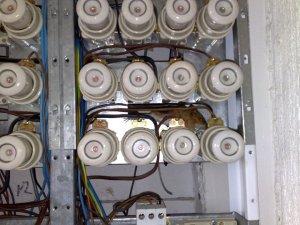 Tämä hiiri ei ollut tarkistanut sähkötöihin liittyviä turvallisuusspeksejä