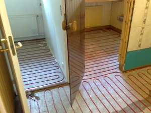 Jotta lattialämmitys toimisi vielä vuosienkin päästä, on asennusvälit oltava oikeat.